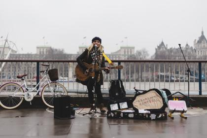 people, woman, gig, music, sound, song, sing, mic, guitar, bicycle, bike, urban, city