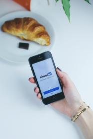 linkedin, app, mobile, smartphone, iphone, phone, social media, business, marketing, croissant, food, breakfast, internet