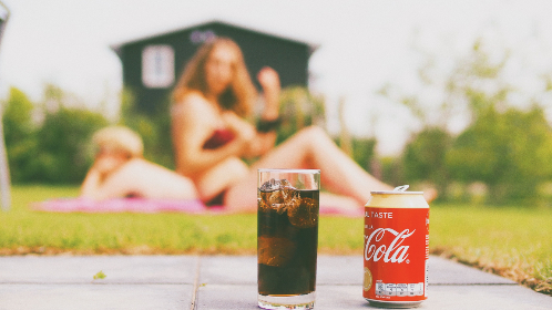 cola,  drink,  summer,  picnic,  coke,  coca-cola,  vanilla,  food,  people,  girl,  boy,  male,  female,  hot,  warm,  glass,  ice,  yard