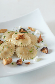 ravioli,  mushrooms,  cheese,  plate,  pasta,  cuisine,  food,  dinner,  gourmet,  italian,  creamy,  basil,  dish, cooking
