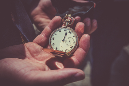 vintage,  pcket watch,   time,  hand,   man,  technology,  hands,  timepieve,  watch,  old,  antique