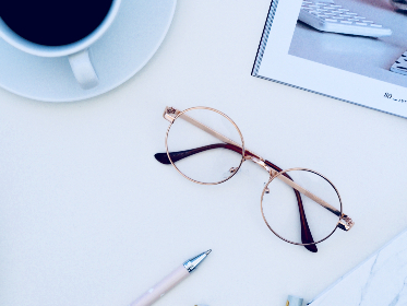coffee,   black,   glasses,   desk,   office,   pink,   notepad,   pen,   wirite,   sunglasses,   dots,   dotted,   minimal,   background,   wallpaper