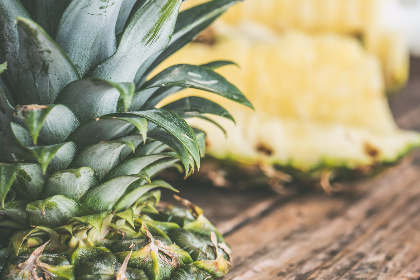 pineapple,   table,   wood,   fruit,   food,   sliced,   fresh,   yellow,   green,   healthy,   leaf,   organic,   rustic,   tropical