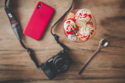 dessert,  camera,  phone,  technology,  photographer,  photography,  table,  wood,  red,  ice cream,  food,  spoon,  wafer,  dslr,  canon