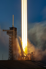 rocket,   launch,   liftoff,   fire,   thrust,   power,   speed,   travel,   movement,   burning,   flames,   technology,  trail,  glow,  sky,  launchpad,  blur,  smoke