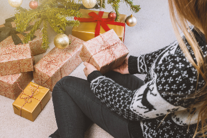 woman,   christmas,   boxes,   decoration,   decor,   christmas tree,   gifts,   hands,   holding,   holiday,   presents,   red,   sweater,   threads,   woman,   young,   cc0,   hd