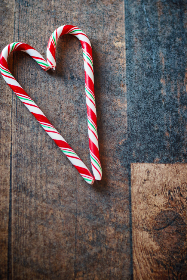 candy,  canes,  christmas,  heart,  pair,  candycane,  holiday,  sweet,  rustic,  wood,  background,  copyspace,  peppermint,  love,  striped,  wooden,  xmas