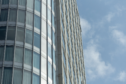 building,  clouds,  city,  glass,  sky,   exterior,   tall,   windows,   office,   business,   architecture,   commercial,  modern,  hotel