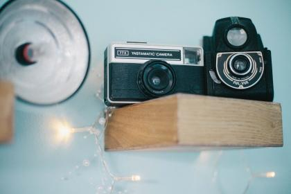 camera, wood, lights, lens, photography, bulb, wall, instamatic, black, vintage, flash