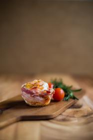 food, bacon, ingredients, tomato, table, wood