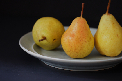 pears,  fruit,  close up,  trio,  fresh,  apple,  group,  plate,  pear,  raw,  natural,  diet,  eating,  healthy,  organic,  nutrition,  ingredient