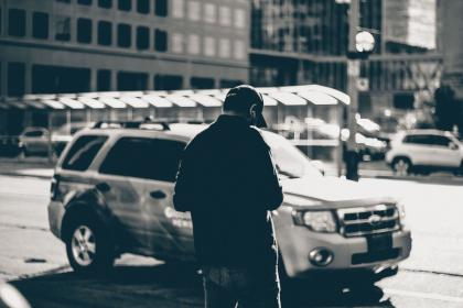 urban, city, street, people, man, guy, hat, millenials, cars, vehicles, monochrome