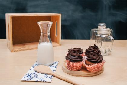cupcakes, icing, dessert, sweets, treats, milk, glass, jar, wooden spoon, kitchen, food, snack