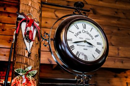 clock, time, number, roman numerals, hand, wood, new orleans, country