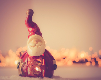 santa,   christmas,   decoration,   decor,   xmax,   seasonal,   festive,   father christmas,   bokeh,   candle,   figurine,   flame,   lamp,   red