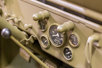 old,  dashboard,  transport,  military,  vehicle,  	vintage,   classic,   car,   drive,   auto,   automobile,  jeep,  gear,  shift,  speedometer