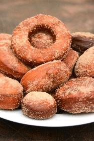 doughnuts,   plate,   cinnamon,   dessert,   fat thursday,   party,   food,   cake,   tasty,   deliciuos,   round,   sugar,   bakery,   baking