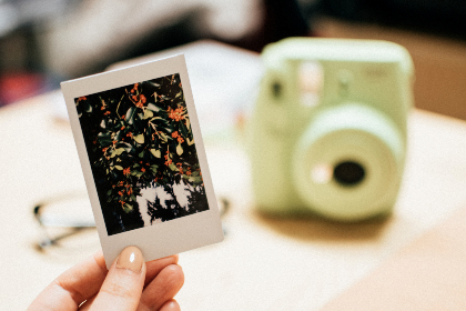 Polaroid,  Photo,  Close Up,  Fujifilm,   Camera,  Instant,  Green,   Woman,   People,  Hold,  Hand,  Sot,   Photographer,  Photography
