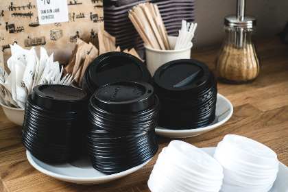 lids, stir sticks, sugar packets, cafe, coffee shop