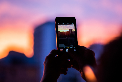 photo,  camera,  sky, iphone, ios, sunset, blur, glow, red, blue, hold, hands, photograph, shot