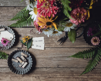 rustic,  wood,  flowers,  flat lay,  design,  tags,  plants,  table,  pretty,  copy space,  background,  card,  bloom,  bouquet,  gift,  arrangement