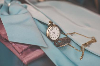 clothing, watch, jewelry, necklace, chain, time, hour, number, blur