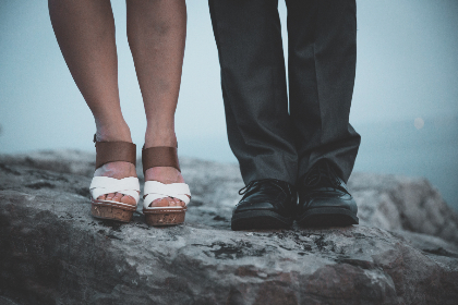 man,  woman,  feet,  outside,  people,  person,  male,  female,  snadlas,  fashion,  style,  shoes,  rock,  sea