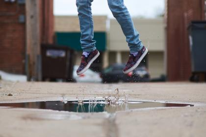 feet, shoes, jump, shot, water, street, jeans, style, fashion, man, guy, drops, bokeh, trash, can, splash, bricks