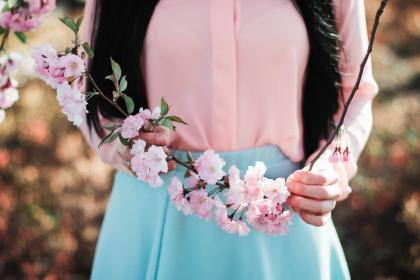 woman, girl, lady, people, bust, stand, fashion, style, hands, hold, flowers, nature, blossoms, stems, stalk, leaves, white, pink, petals, still, bokeh, beauty