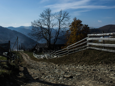 nature,  mountains,  landscape,  autumn,  road,  tree,   house,  sun ,  shadow ,   sky,  far away,   rest ,  impression,  travel,  freedom,  trip,  calm,   life