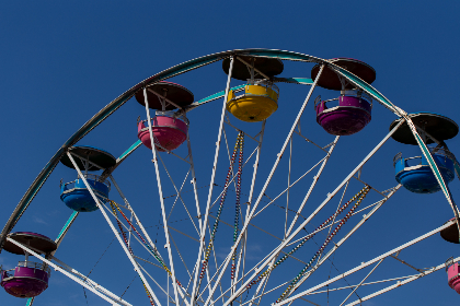 ferris wheel,   fair,   ride,   entertainment,   amusement,   fun,   sky,   enjoyment,  	carnival,   festival,   fairground,   recreational,   park,   attraction