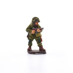miniature,   toy,   game,   figure,   armed,   infantry,   military,   model,   battle,   camouflage,   miniatures,   attack,   strategy,   painted,  soldier,  figurine
