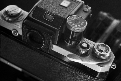 classic,   camera,   vintage,   photography,   photographer,   hobby,   professional,   retro,   film,   slr,   monochromatic,  viewfinder,  back,  view, close up