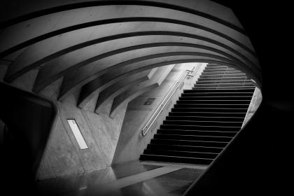 architecture, infrastructures, subway, tube, underpass, train, station, platform, stairs, city, urban, metro, patterns, arches, lines, black and white