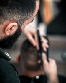 barber cutting