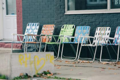 lawnchairs graffiti