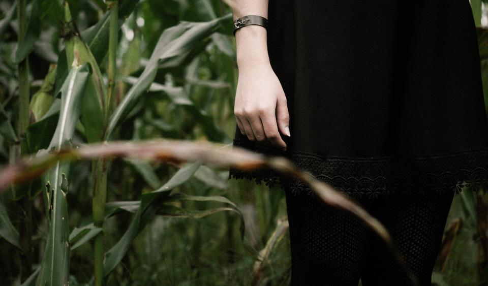 woman girl lady people limbs arms legs fashion style corn field leaves still bokeh
