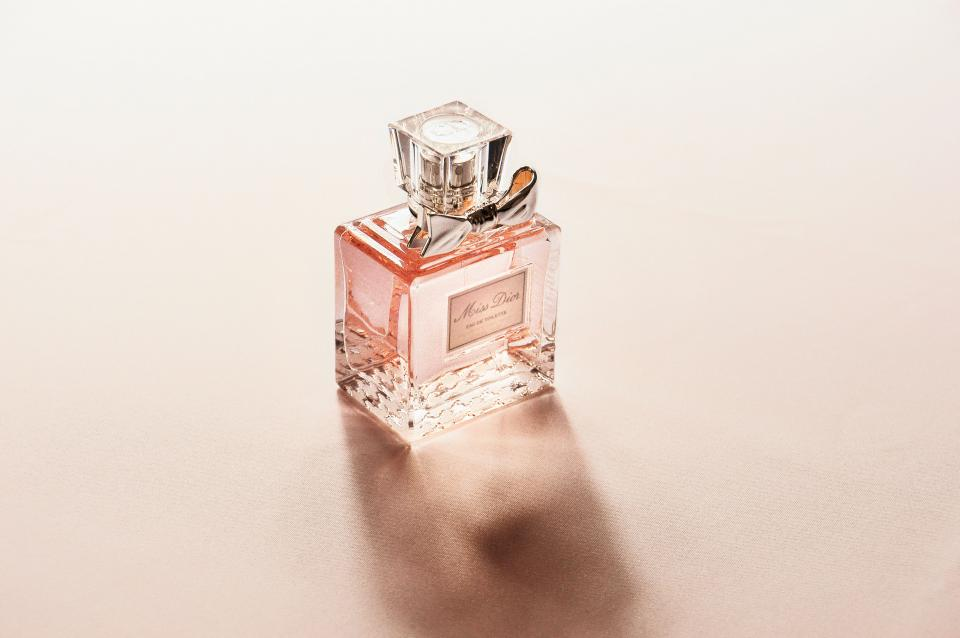 perfume bottle fragrance smell blur