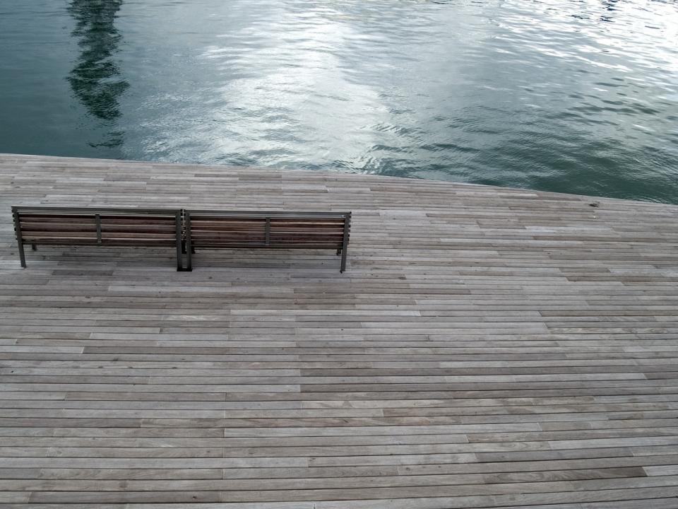 barcelona boardwalk wood bench water