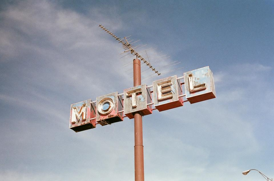 motel sign pole sky vintage rust sky