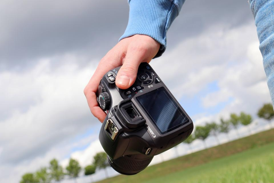 cannon camera dslr photography technology man guy hands