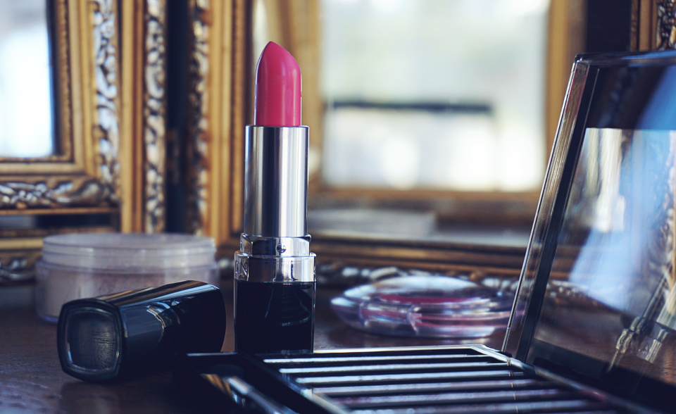 cosmetics make-up lipstick pink lipstick pink eyeshadow mirror reflection
