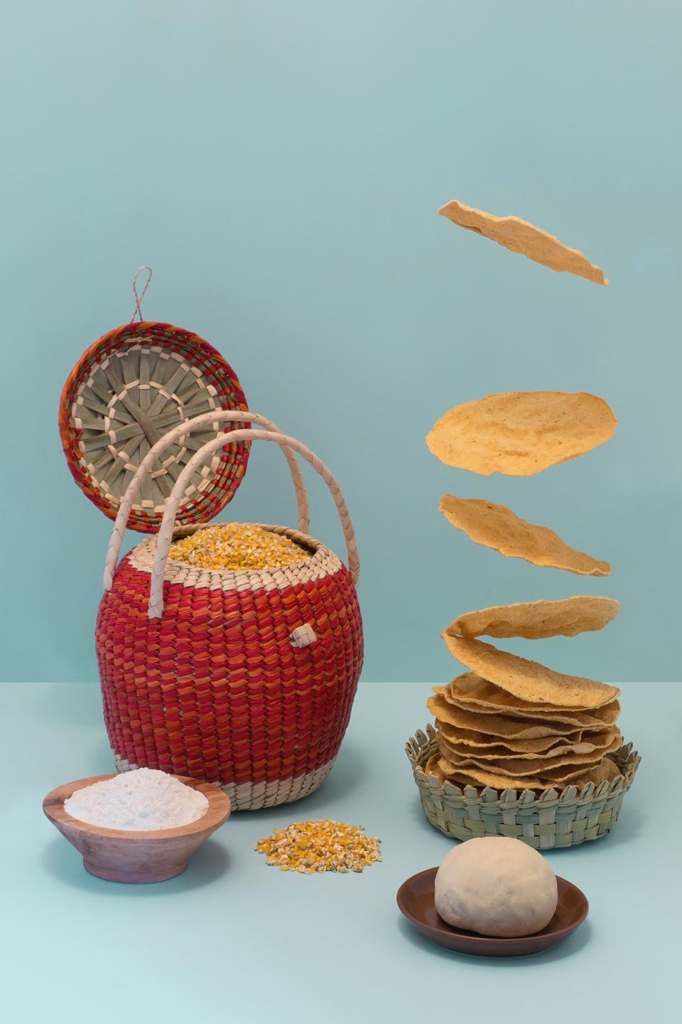 food picnic basket bowl plate corn chips