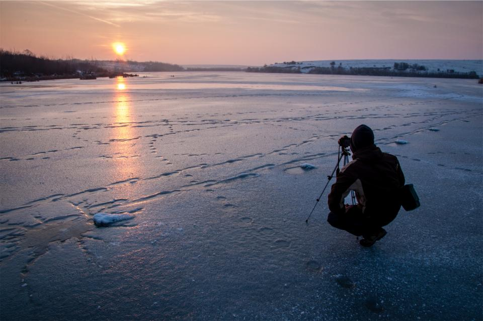 photographer photography sunset camera winter freezing frozen ice cold people