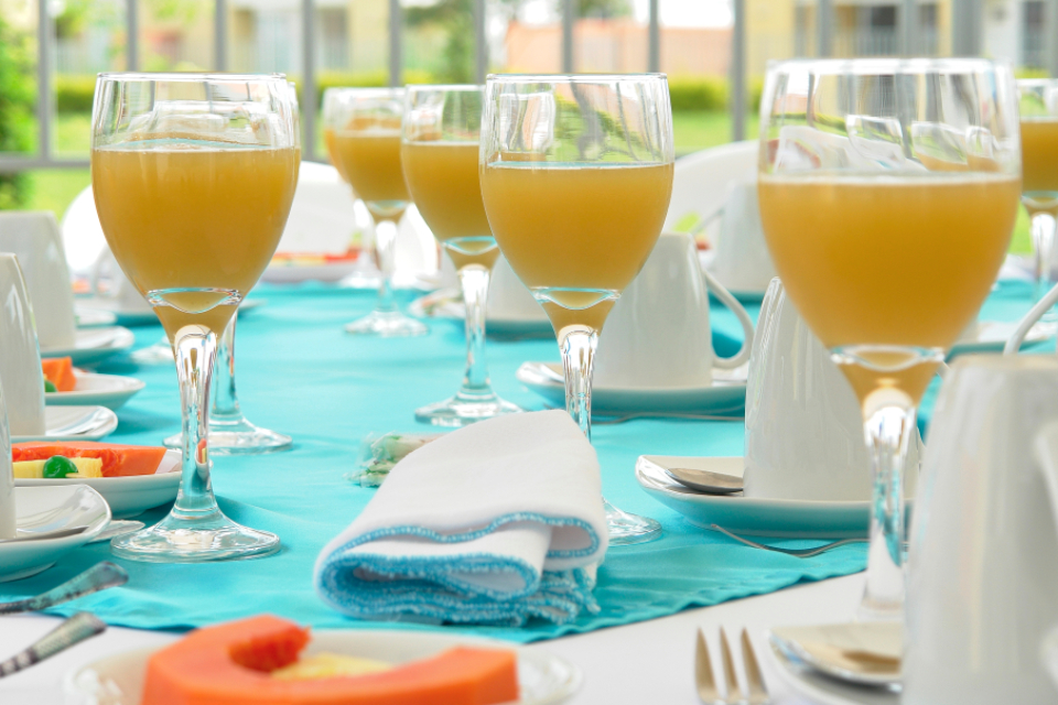juice cocktails glasses alcohol table setting wedding party celebration drinks plates placemats reception