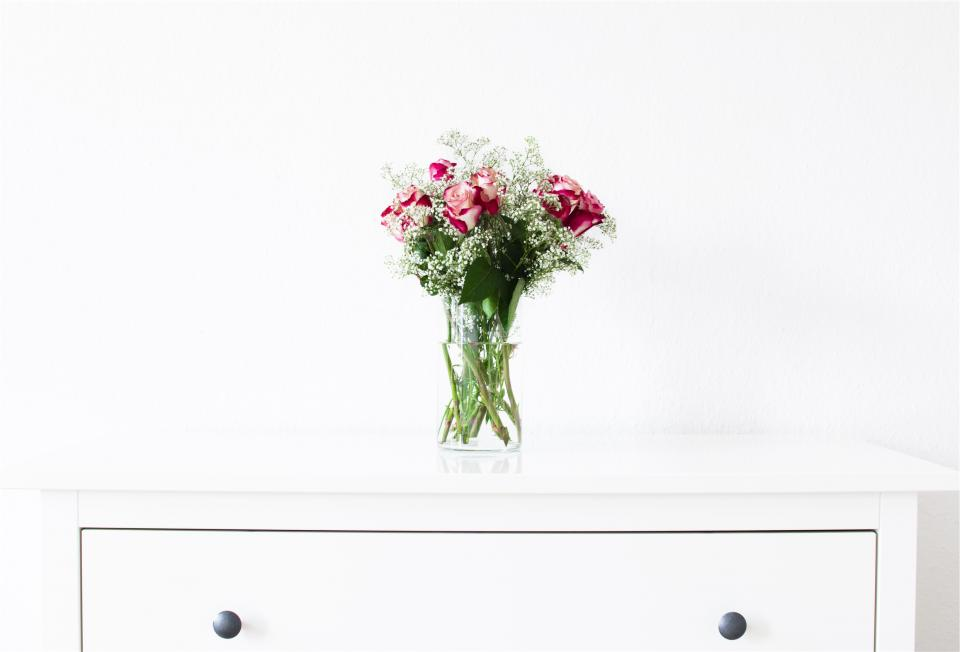 roses flowers bouquet vase dresser white