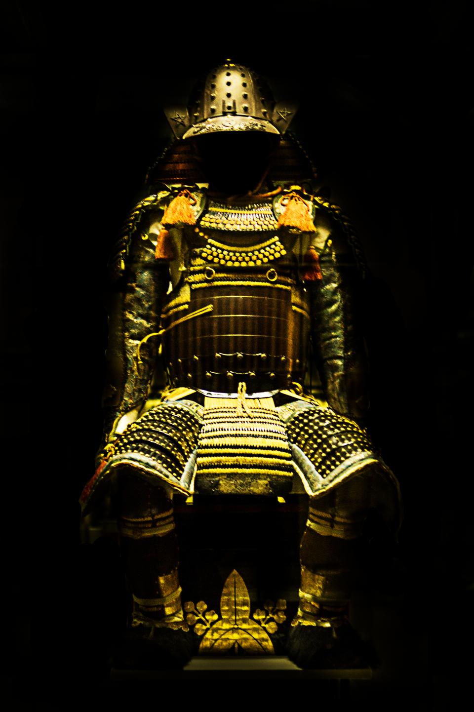 samurai gold armour statue