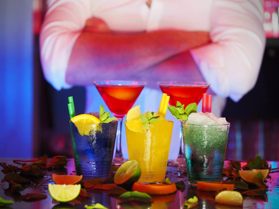 juice drinks beverage night nightlife dark bar lemon ice restaurant