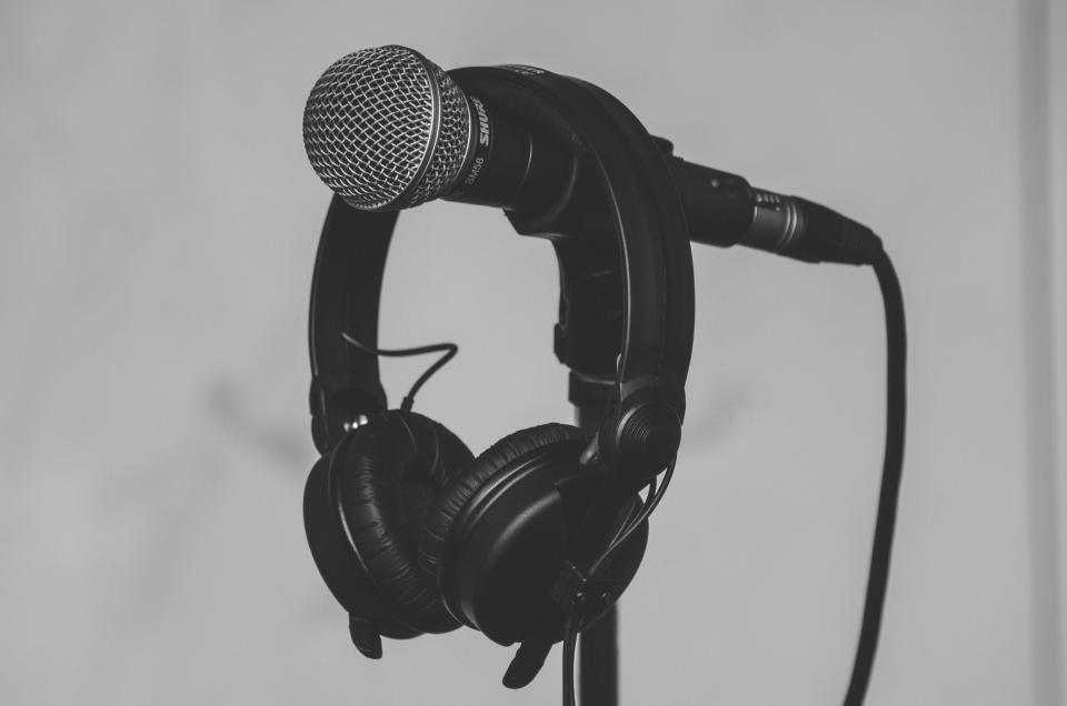 free photo of microphone  black and white