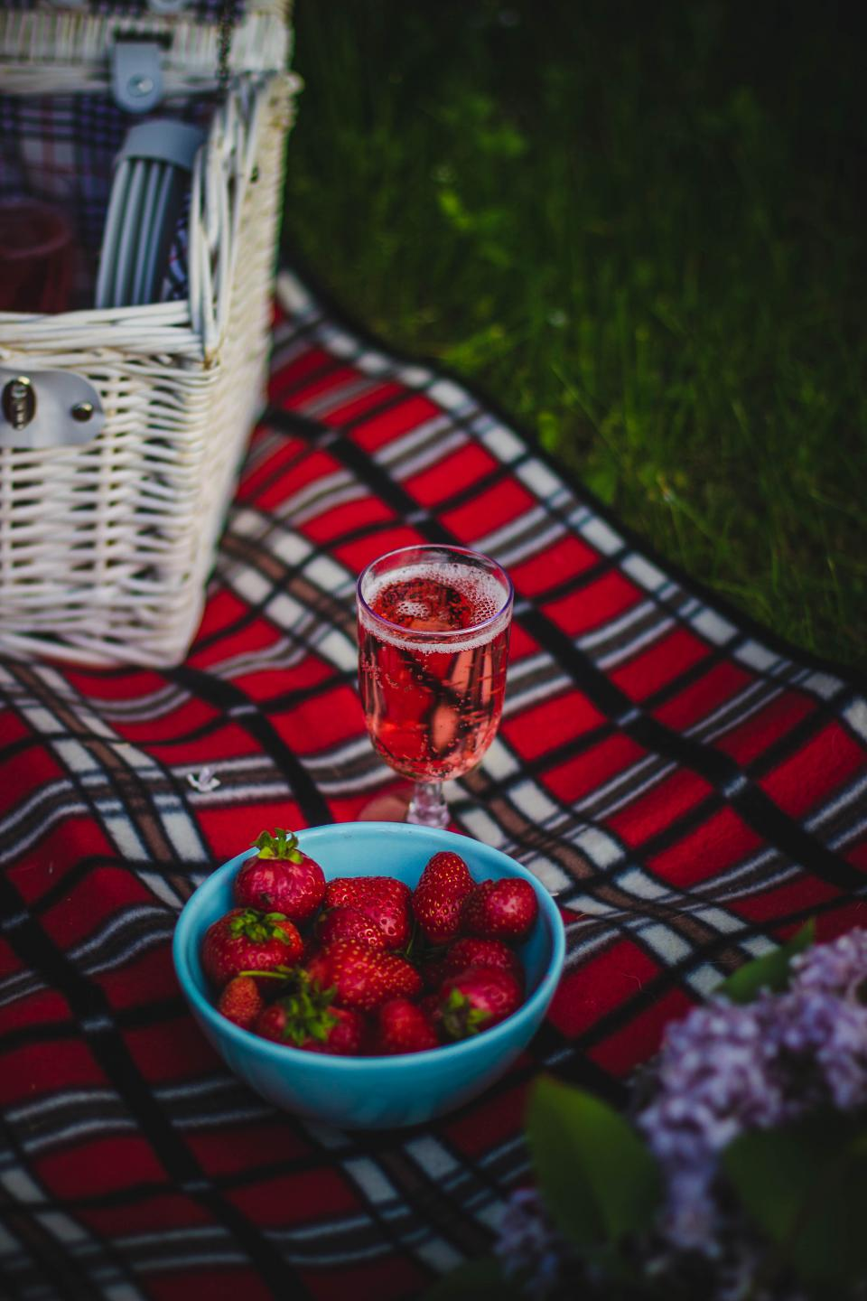 cloth picnic outdoor travel food glass drink strawberry fruit basket flower blur